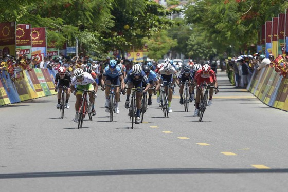 Giải xe đạp quốc tế VTV Cúp: Loic lấy lại áo vàng giúp Bike Life Đồng Nai thắng lớn ảnh 3