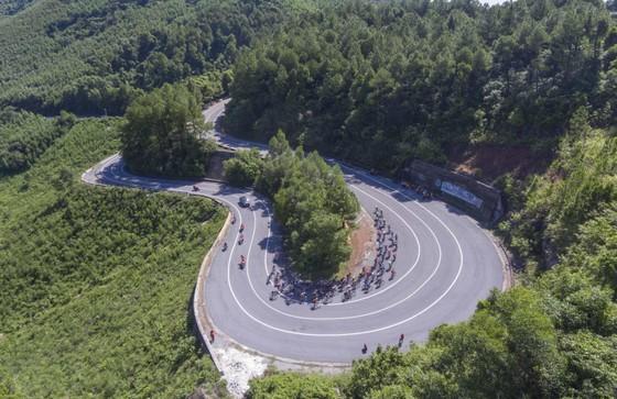 Giải xe đạp quốc tế VTV Cúp: Loic lấy lại áo vàng giúp Bike Life Đồng Nai thắng lớn ảnh 1