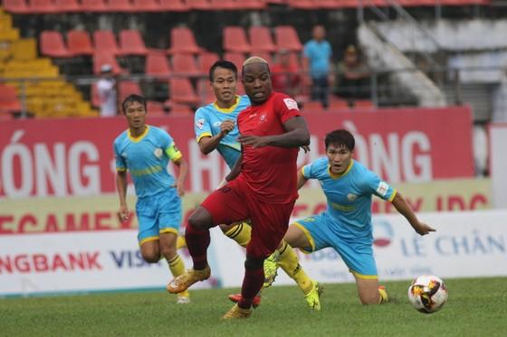 Bình Dương tạm dẫn Hà Nội 2-0 ảnh 1