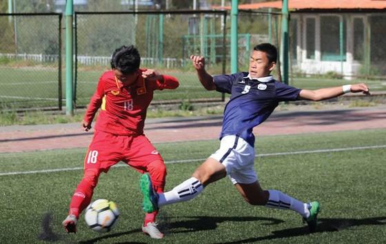 Đội U16 Việt Nam (áo đỏ) khởi đầu thuận lợi tại vòng loại giải châu Á. (Ảnh: VFF)