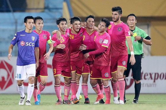Niềm vui của đội Sài Gòn sau khi ghi giành 1 điểm trên sân Hàng Đẫy. (Ảnh: MINH HOÀNG)
