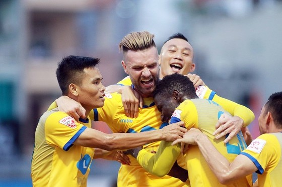 Trực tiếp vòng 26 V-League 2017: Quảng Nam vô địch, Anh Đức đoạt giải vua phá lưới ảnh 3
