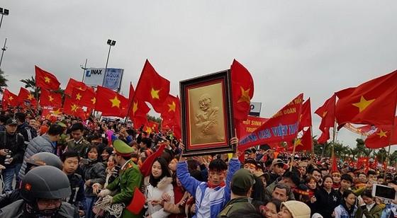 """""""Rừng người"""" hâm mộ chào đón đội tuyển U23 Việt Nam về nước ảnh 1"""