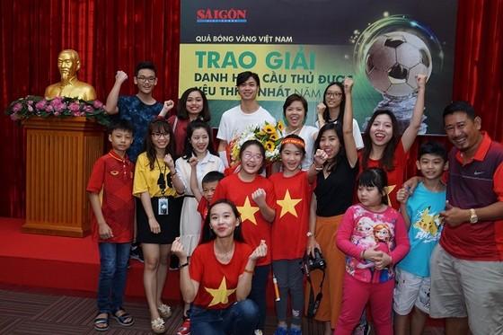 """Nguyễn Công Phượng nhận giải """"Cầu thủ được yêu thích nhất năm 2017"""" ảnh 4"""