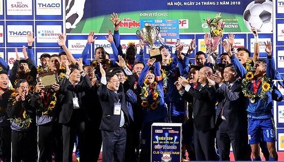 Quảng Nam hoàn tất cú đúp vô địch. Ảnh: MINH HOÀNG