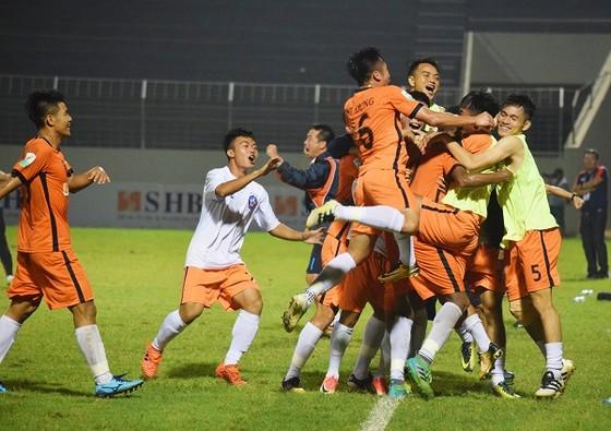 Niềm vui của đội Đà Nẵng sau chiến thắng trước Quảng Nam. Ảnh: ANH TRẦN