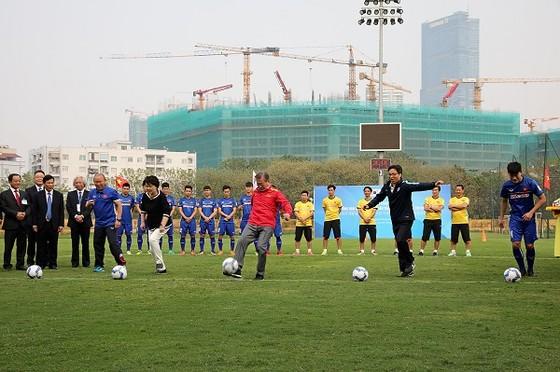 Tổng thống Hàn Quốc giao lưu cùng đội tuyển Việt Nam ảnh 3