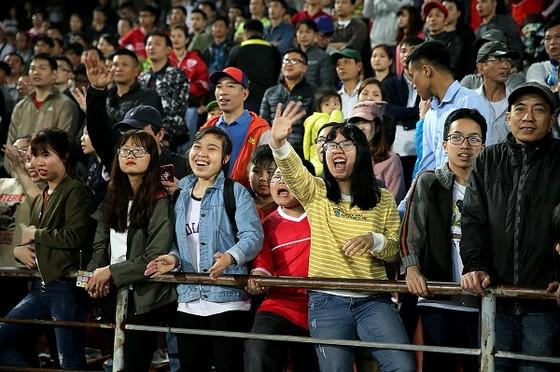 Ấn tượng từ lượng khán giả qua 3 vòng đầu Nuti Cafe V-League 2018 ảnh 1