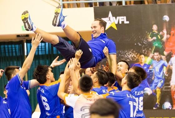 Hanoi Bufaloes giành chức vô địch trong trận cầu có tới 12 bàn thắng ảnh 2