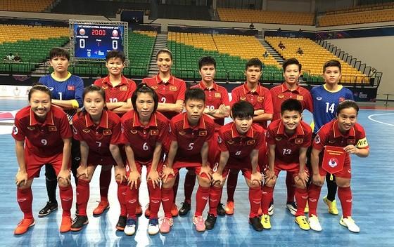 Thắng đậm Bangladesh, ĐT futsal nữ Việt Nam đặt một chân vào tứ kết ảnh 2