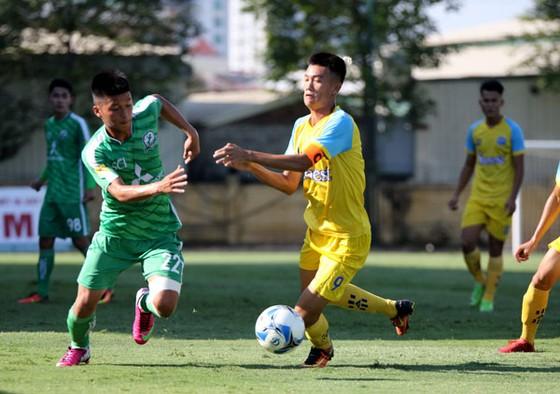 Phù Đổng FC vươn lên ngôi đầu bảng A sau chiến thắng trước Khánh Hòa