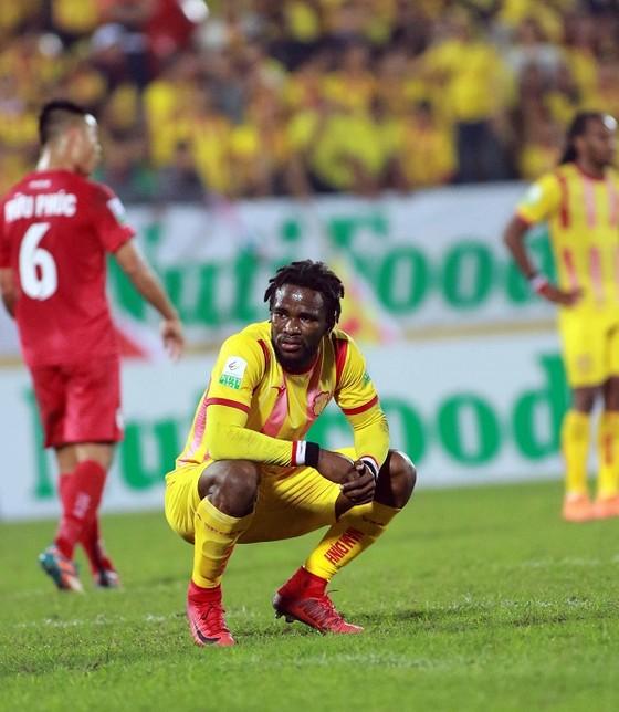 2 lần dẫn trước nhưng Nam Định vẫn chỉ rời sân với 1 điểm ảnh 1