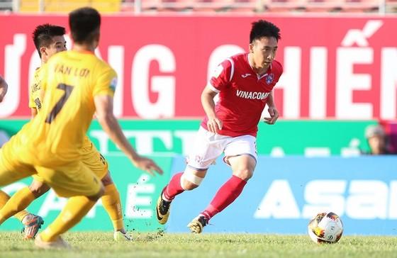 Than Quảng Ninh có 3 điểm may mắn trên sân Lạch Tray. Ảnh: MINH HOÀNG