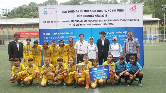 Đội trường Văn Kang Q.1 giành ngôi vô địch. Ảnh: ANH TRẦN
