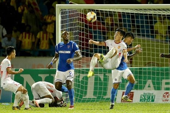 """Chạm trán giữa """"đỉnh và đáy"""" ở vòng 14 Nuti Cafe V-League 2018 ảnh 1"""