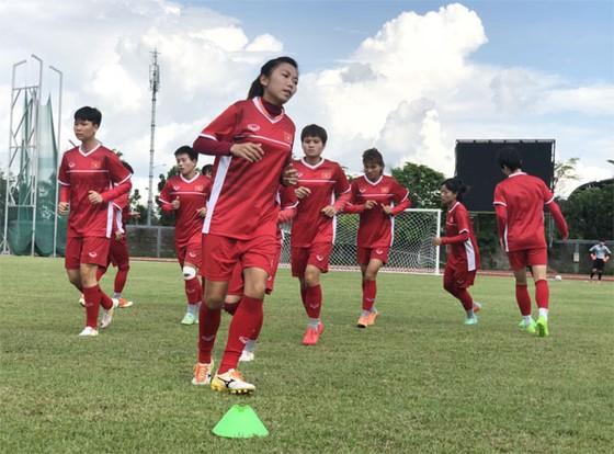 Các nữ tuyển thủ Việt Nam trên sân tập ngày 4-7