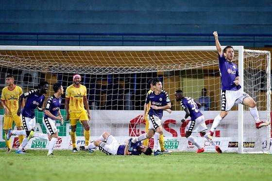 Nam Định đánh rơi chiến thắng trên sân Hàng Đẫy ảnh 1