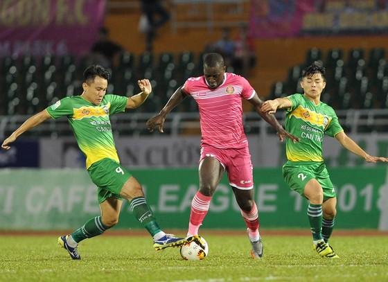 CLB Sài Gòn và Cần Thơ ở cùng cuộc đua trụ hạng mùa này. Ảnh: NGUYỄN NHÂN