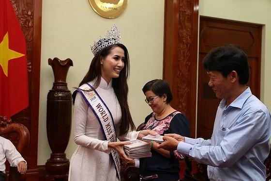 Hoa hậu đại sứ du lịch thế giới Phan Thị Mơ về thăm Tiền Giang ảnh 2