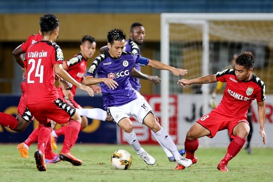 Trận hòa 3-3 giữa hai đội ở lượt đi. Ảnh: MINH HOÀNG