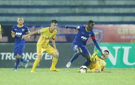 Áp lực cho Nam Định và Cần Thơ ở vòng 22 Nuti Cafe V-League 2018 ảnh 1