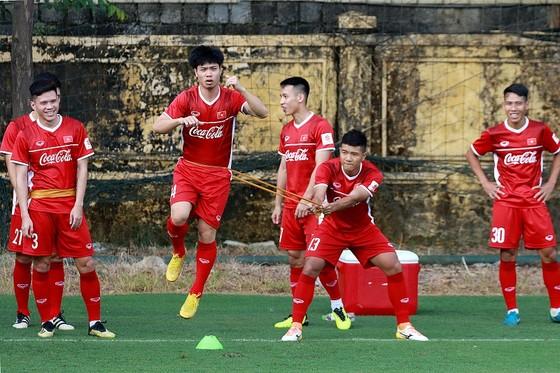 Lộ thời điểm đội tuyển Việt Nam chốt danh sách 23 tuyển thủ dự AFF Cup 2018 ảnh 2