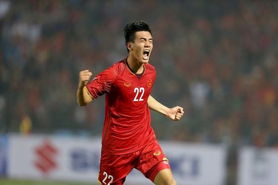 Niềm vui của Tiến Linh khi ghi bàn thắng đầu tiên của mình ở ĐTQG. Ảnh: MINH HOÀNG