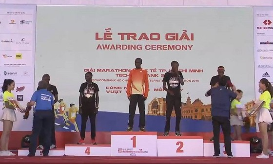 Các VĐV Kenya thắng lớn tại Giải Marathon quốc tế TPHCM lần thứ 2/2018 ảnh 2
