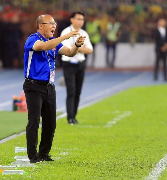 HLV Park Hang-seo hẹn đánh bại Malaysia ngay tại Mỹ Đình nâng cúp vàng AFF Cup 2018  ảnh 1