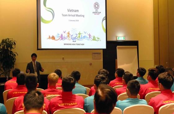 AFC gặp gỡ, phổ biến điều lệ cho đội tuyển Việt Nam ảnh 1