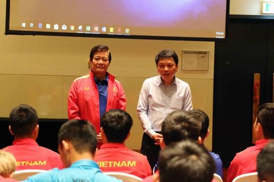 AFC gặp gỡ, phổ biến điều lệ cho đội tuyển Việt Nam ảnh 5