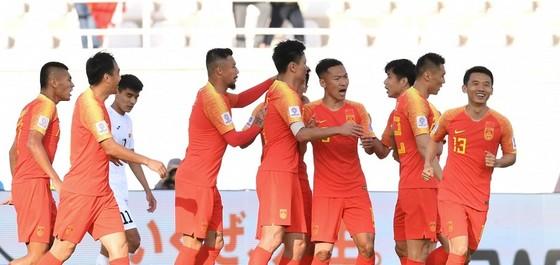 Trung Quốc có trận thắng vất vả ở ngày ra quân