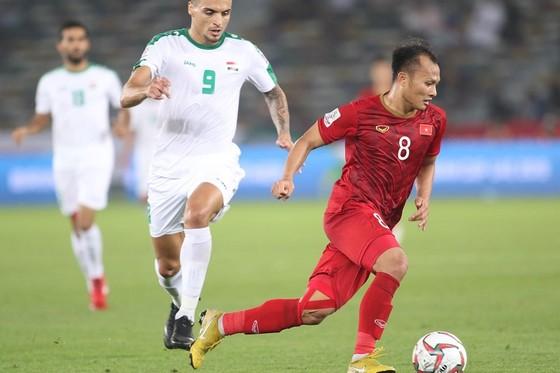 Trọng Hoàng, 1 trong 2 cầu thủ Việt Nam đã bị thẻ vàng ở trận ra quân. Ảnh: ANH KHOA