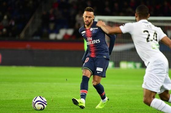 Neymar chấn thương hay đang tìm đường trở lại Barcelona?
