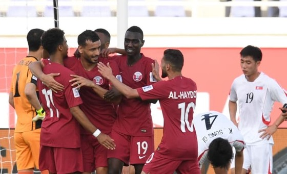 Qatar theo chân Ả Rập Saudi sớm vào vòng 1/8 ảnh 1