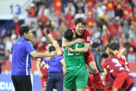 Đội Việt Nam được thưởng nóng 1 tỷ đồng ảnh 1