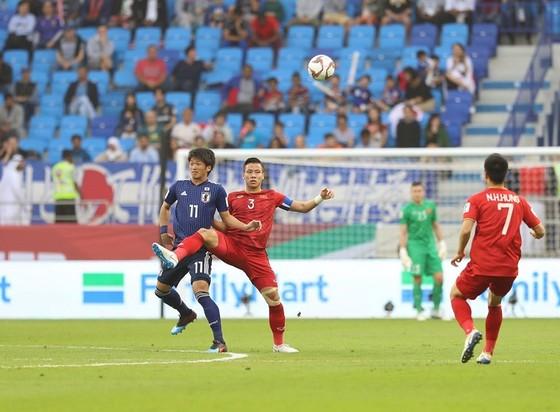 (Trực tiếp) Việt Nam - Nhật Bản 0-1: VAR lại đem niềm vui về cho Nhật Bản ảnh 8