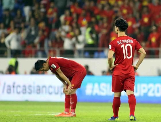 (Trực tiếp) Việt Nam - Nhật Bản 0-1: VAR lại đem niềm vui về cho Nhật Bản ảnh 12