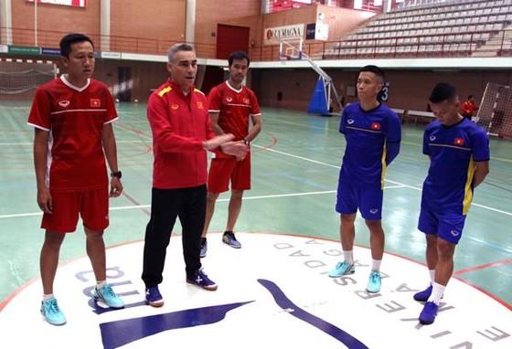 Đội tuyển futsal Việt Nam ra sân tập taị Malaga ảnh 2