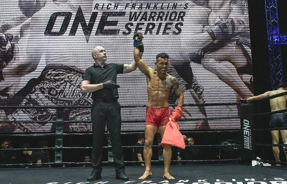 Võ sĩ Trần Quang Lộc giành chiến thắng đầu tiên tại One Warrior Series ảnh 1