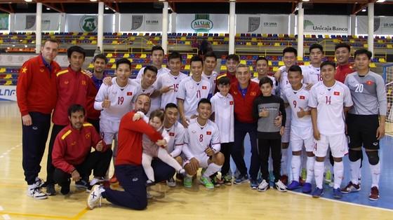 Đội tuyển futsal Việt Nam để thua 4-5 khá đáng tiếc trước CLB UMA. Ảnh: ANH TRẦN