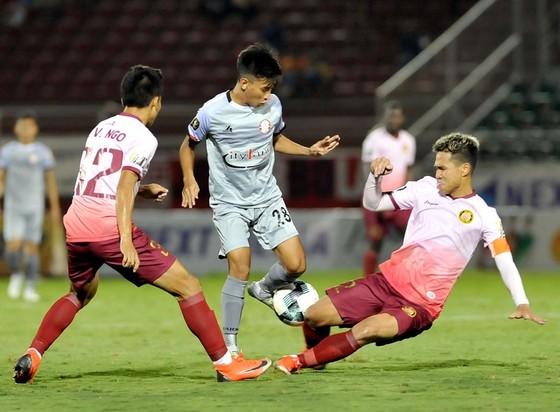 """Trận """"derby"""" giữa hai đội cùng TPHCM kết thúc với tỷ số hòa 0-0. Ảnh: NGUYỄN NHÂN"""
