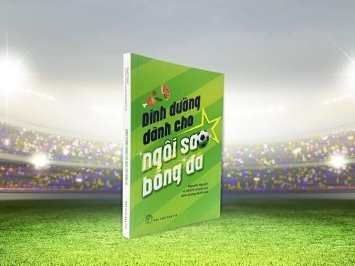 """""""Cuốn sách 'Dinh dưỡng dành cho ngôi sao bóng đá' là một cẩm nang Dinh dưỡng dành cho các VĐV"""" ảnh 1"""