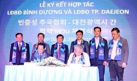 Lãnh đạo hai Liên đoàn tại lễ ký kết. Ảnh: THANH VIỆT