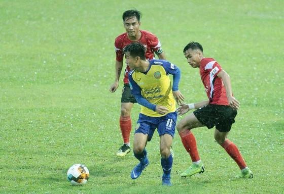 Long An và Đồng Tháp cùng thi đấu sân khách ở vòng này. Ảnh: Dương Thu