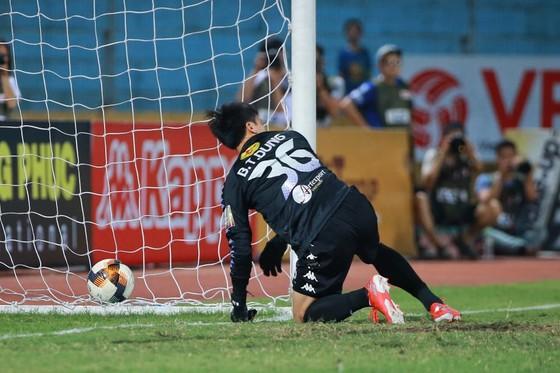 Mãi đến vòng 10 V-League 2019, Tiến Dũng mới có cơ hội ra sân. Ảnh: MINH HOÀNG