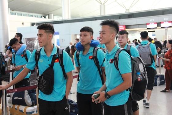 Các tuyển thủ tại sân bay Tân Sơn Nhất. Ảnh: Hữu Thành