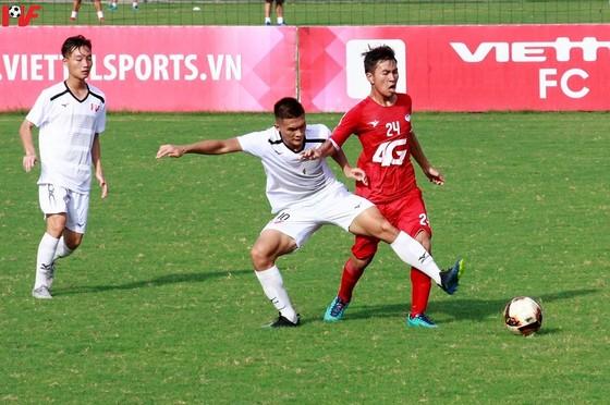 Đội PVF (áo trắng) cùng Viettel giành vé vào VCK