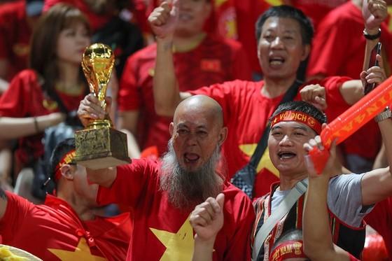 """CĐV Việt Nam xứng danh là """"cầu thủ thứ 12"""" trong trận đấu này. Ảnh: DŨNG PHƯƠNG"""