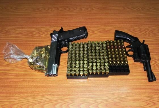 Bắt giữ 1 thuyền viên vận chuyển súng quân dụng và hàng trăm viên đạn ảnh 3